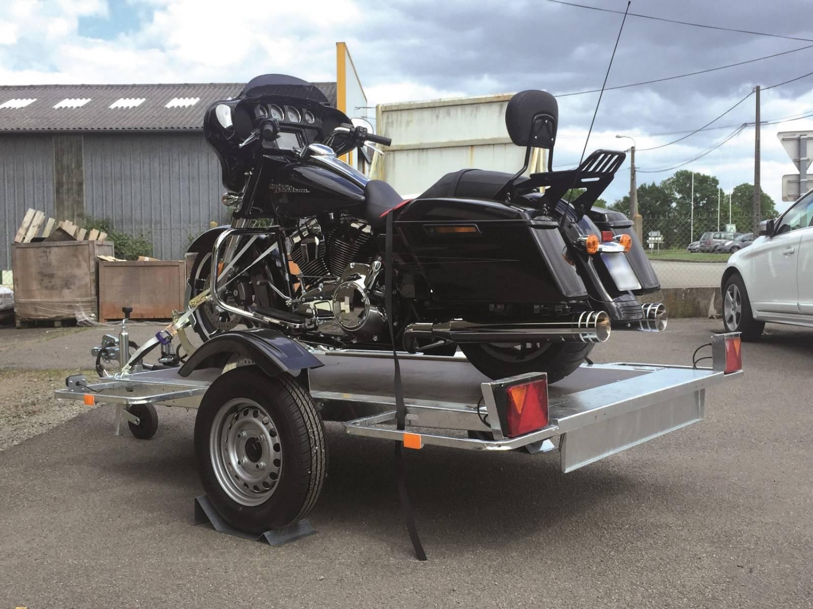remorque pour moto avec porte bagages vente de remorques hydrauliques abaissables cochet. Black Bedroom Furniture Sets. Home Design Ideas