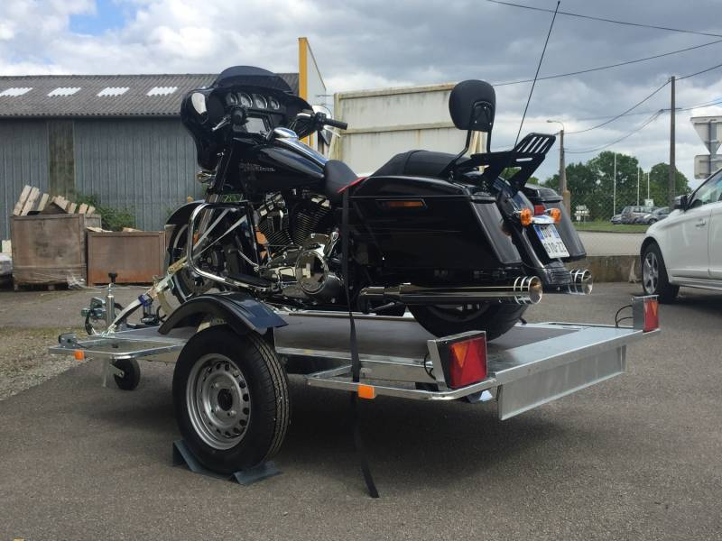remorque porte moto avec chargement facile paris 75 cochet. Black Bedroom Furniture Sets. Home Design Ideas